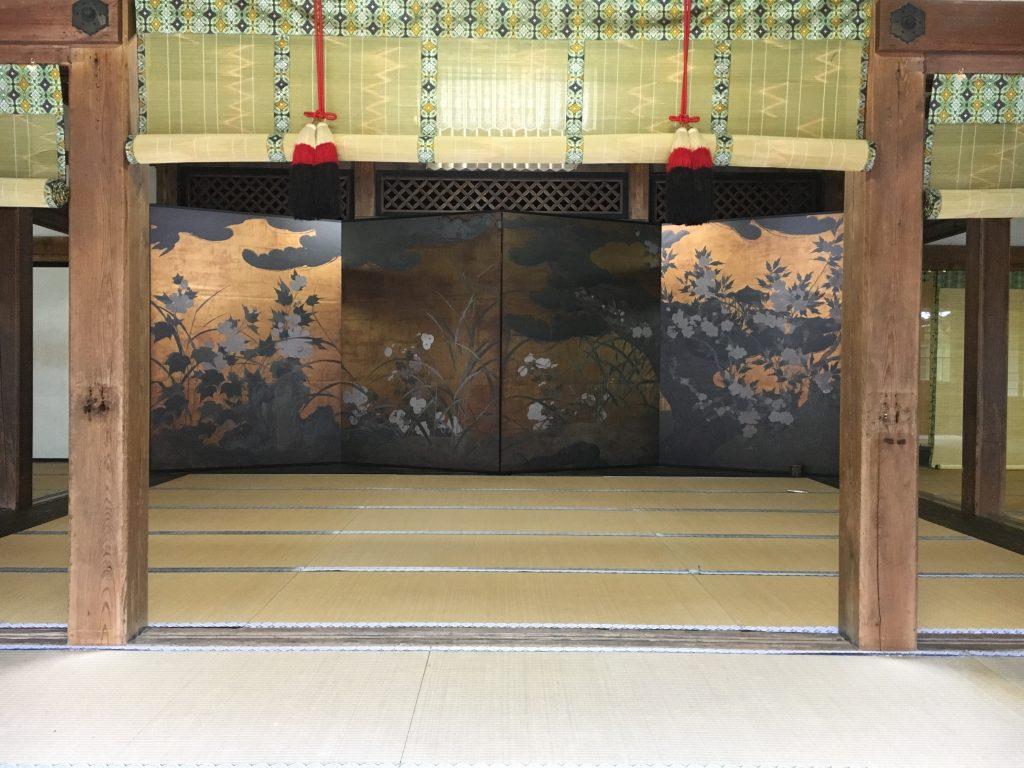 松に秋草図屏風3