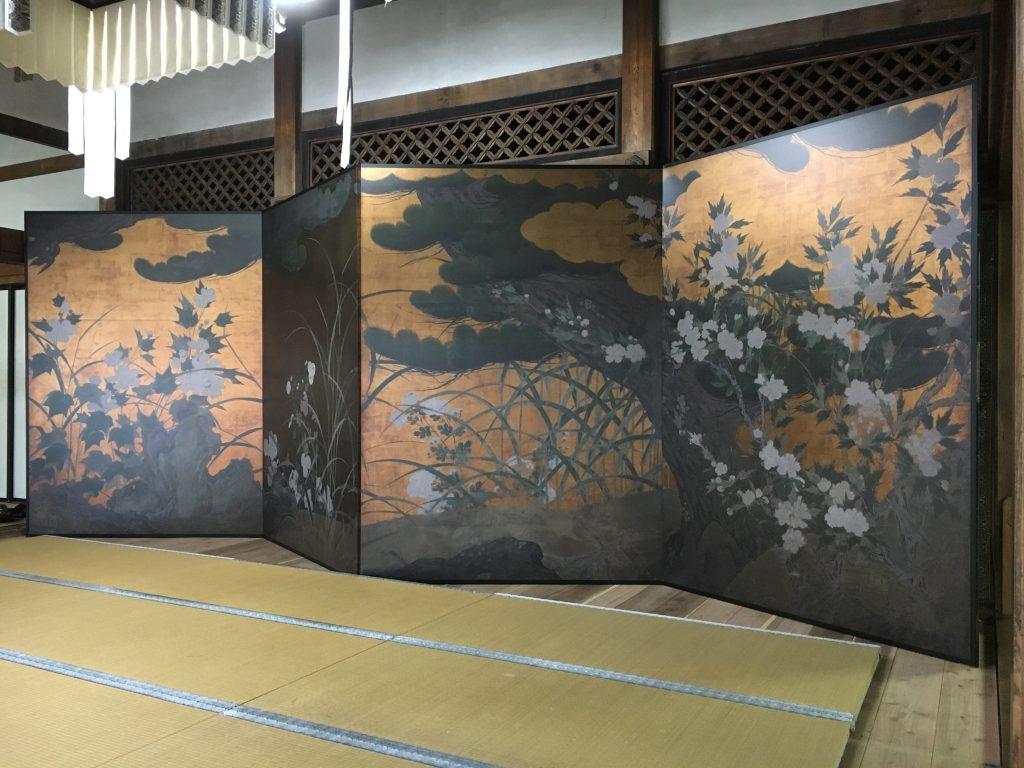 松に秋草図屏風1